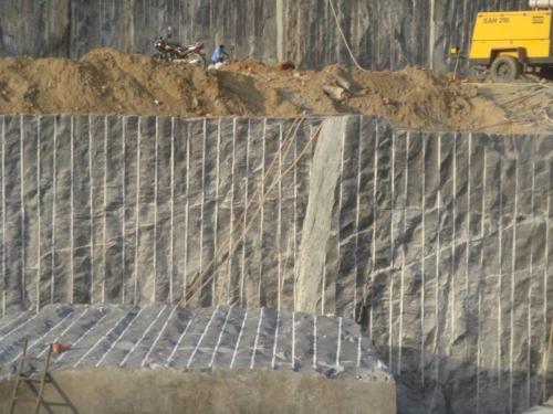 granit-blöcke-abtrennen-mit-betonamit
