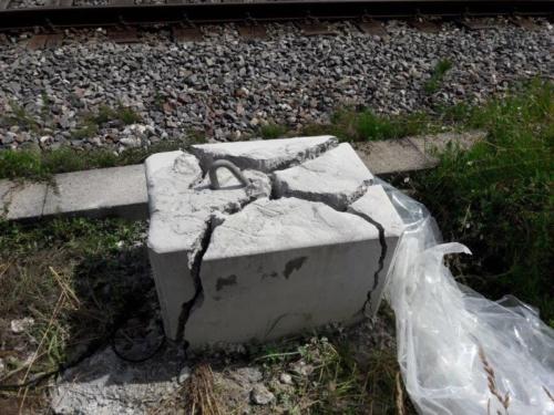 strommastfundament-zerkleinern-mit-betonamit