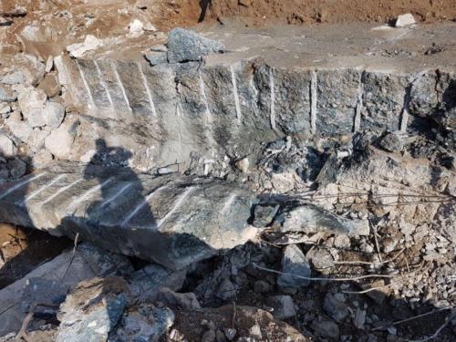 Abbruch eines Felsens mit Sprengbeton