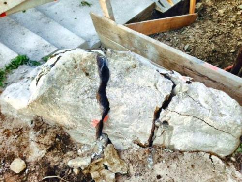 Steine spalten mit Wasser oder Chemsich