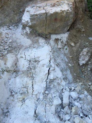 BETONAMIT - Steine trennen mit Sprengbeton